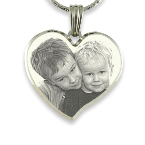 deluxe-bevelled-curved-large-heart-photo-pendant_2.jpg