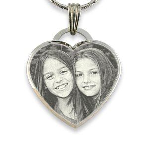 deluxe-bevelled-large-heart-engraved-photo-pendant_2.jpg
