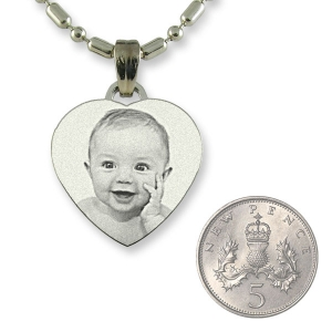 5p Scale of Rhodium Small Heart Photo Pendant