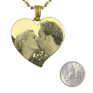 5p Scale of Gold Plate Large Curved Heart Photo Merged Pendant