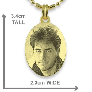 Dimensions of Gold Medium Oval Photo Pendant