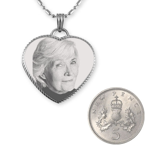 5p Scale Stainless Steel Rope Edged Heart Photo Pendant