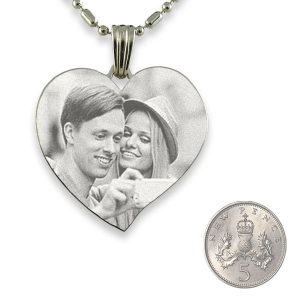 5p Scale Stainless Steel Large Curved Heart Photo Pendant