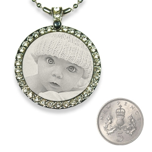5p scale Stainless Steel Diamante Round Photo Pendant