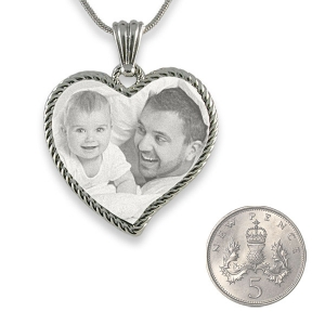 5p Scale Stainless Steel Large Rope Edged Curved Heart Photo Merged Pendant