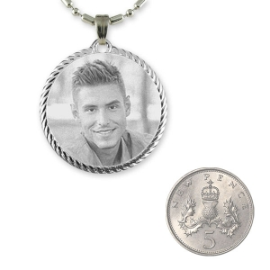 5p Scale Dimensions of Stainless Steel Rope Edged Round Photo Pendant