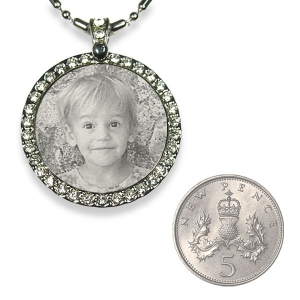 5p Scale Stainless steel Round Diamante Photo Pendant